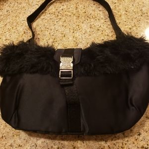 🎈🎈Black Bag trimmed out in fur and blinged clasp